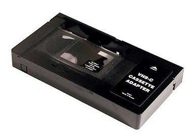 ADAPTADOR CINTA VHS-C a VHS (PERMITE REPRODUCIRLAS EN UN VIDEO VHS)