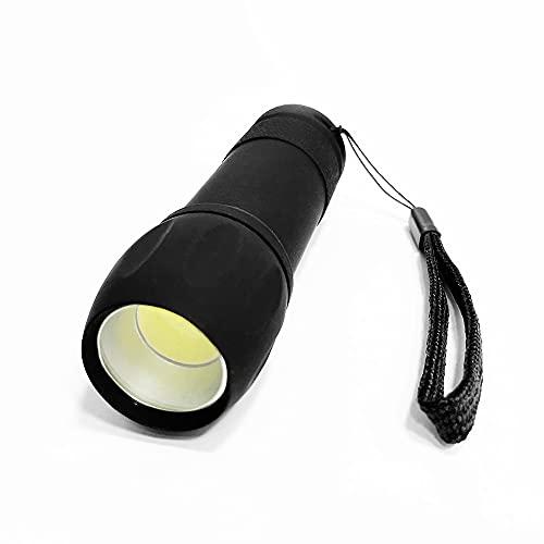 Linterna práctica de bolsillo. Foco fijo de LED COB con angular de 150º. Cómodo y sencillo: Encendido / Apagado. 200 LM. 3 pilas AAA incluidas