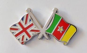 1000 drapeaux du Cameroun et drapeau du Royaume-Uni