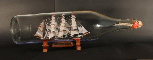 Passat 3 Liter runde Asbach - Flasche 49 cm Buddelschiff Museumsschiff Lübeck Travemünde Flaschenschiff