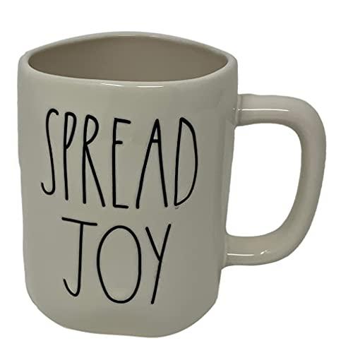 Rae Dunn Spread Joy Kaffeebecher / Teetasse, Weiß – Artisan-Kollektion von Magenta – stellen Sie diese motivierende Tasse aus, um sich daran zu erinnern, immer Freude zu verbreiten.