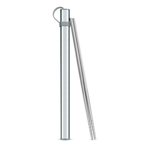Palillos de titanio con funda de aluminio, fideos y cubierto