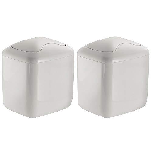 mDesign Set da 2 Mini pattumiera da tavolo in plastica robusta – Pattumiera bagno compatta per il bagno – Pratica pattumiera con coperchio basculante – grigio chiaro