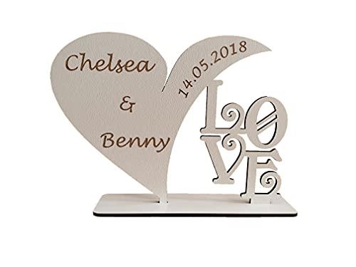 Schild in Herzform mit personalisierter Beschriftung zum Aufstellen aus Holz   Personalisierte Gravur mit Namen und Datum. Passend als individuelles Geschenk zum Jahrestag, Hochzeitstag (Weiß)