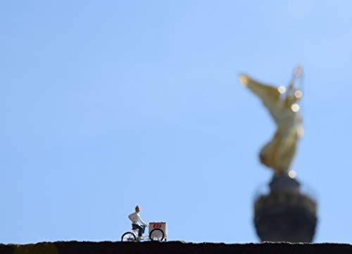 Coole schöne fröhliche Fotografie (DIN A4) meiner Foto-Kunst - zum Verschenken oder Sich-selbst-eine Freude machen von Fotografin aus Berlin | Eis-Verkäufer Berlin Siegessäule Goldelse II