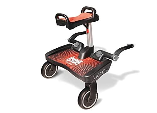 Lascal BuggyBoard Maxi+, Kinderbuggy Trittbrett mit großer Stehfläche und Saddle, Kinderwagen Zubehör für Kinder von 2-6 Jahren (22 kg), kompatibel mit fast jedem Buggy und Kinderwagen, rot