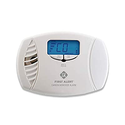First Alert Dual-Power Carbon Monoxide Detector Alarm | Plug-In with Battery Backup and Digital Display