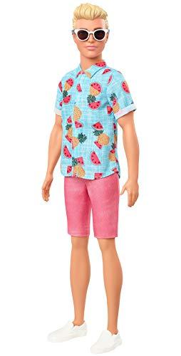 Barbie Ken Fashionista Muñeco rubio con camisa de frutas, bermudas y accesorios de moda de juguete (Mattel GYB04)