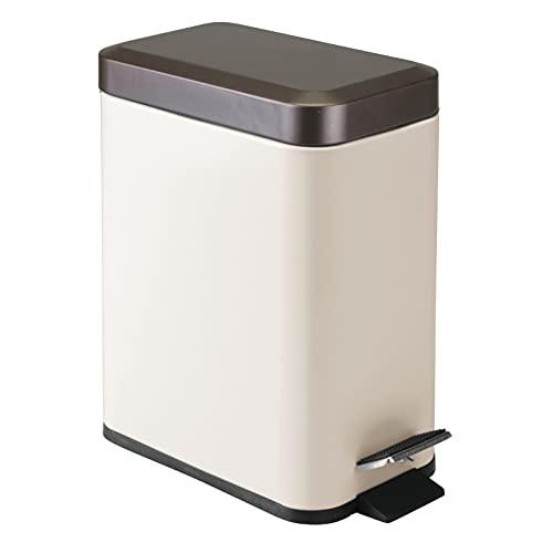 mDesign Cubo de basura rectangular de 5 litros – Compacto contenedor de residuos con cubeta interior para oficina, baño o dormitorio – Moderna papelera de acero y plástico – color vainilla y bronce