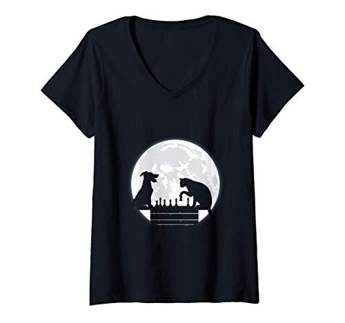 Mujer Divertido gato, perro y luna jugando al ajedrez en casa Camiseta Cuello V