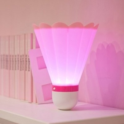 WXIFEID Kreative Badminton-Nachtlicht-LED-Energiesparlampe USB Charge Kleine Tischlampe (Color : Pink)