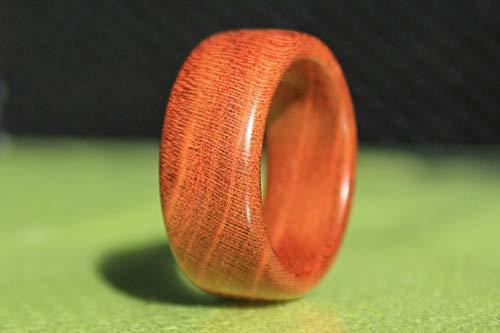 Handgemachter Ring aus Holz - Schmuck - Holzring aus Zwetschgenholz