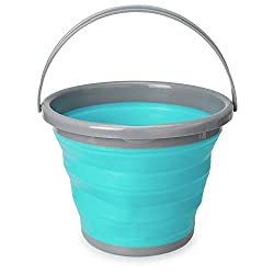 SPACE SAVING: The Navaris collapsible bucket folds down flat for easy storage and portability. Bring it on your next camping trip, use it in the garden, take it to the beach or anywhere where storage is scarce within your home. PRACTICAL: The folding...