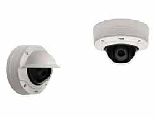 AXIS Q3505-VE 22 mm Day/Night fixed dome met ondersteuning voor WDR Forensic capture in een IK10 + bestand tegen vandalen outdoor hoes. Varifocale 9-22 mm P-Iris lens met remote zoom.