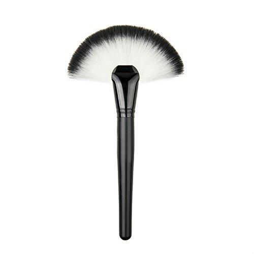Souple de maquillage grand ventilateur Pinceau Blush Poudre Fond de teint Make Up Outil