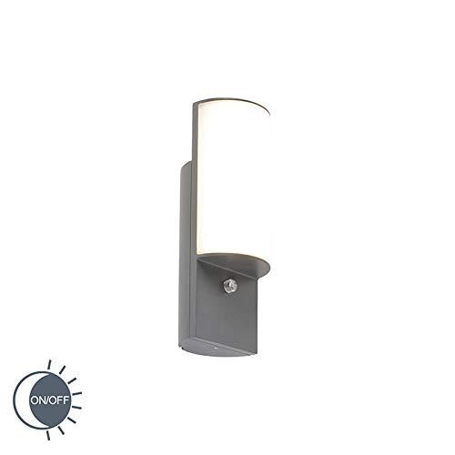 QAZQA Moderne buitenwandlamp donkergrijs met licht-donker sensor - Harry Aluminium/Kunststof Langwerpig LED inbegrepen Max. 1 x 8 Watt