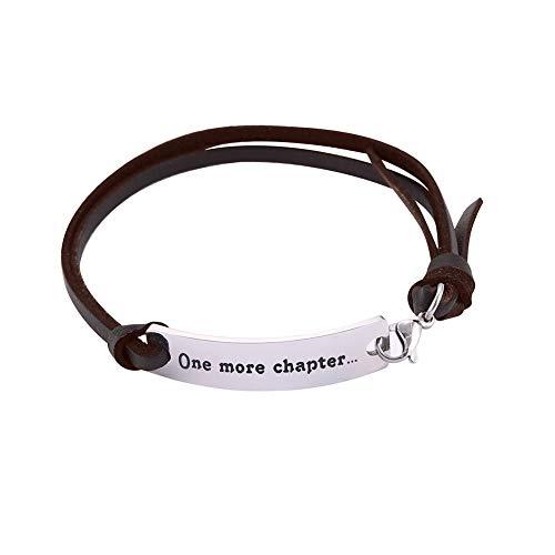 VASSAGO Einstellbare Inspirational Quote Brown Lederarmband Edelstahl Anhänger Motivations Spruch Gravierte Armband für Männer Frauen Teens (one more chapter…)