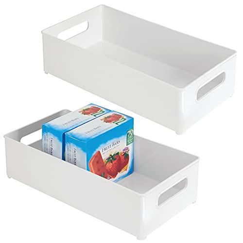 mDesign Juego de 2 cajas organizadoras con asas – Práctico organizador de frigorífico para almacenar alimentos – Contenedor de plástico alto sin BPA para los armarios de la cocina o la nevera – blanco