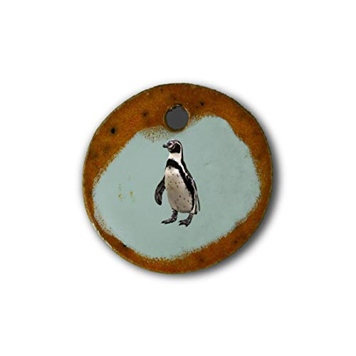 "Muy bonito colgante de cerámica ""pingüino"" jaspeado en naranja;"