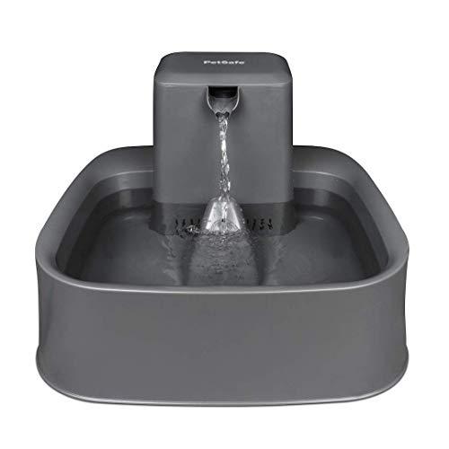 PetSafe Drinkwell Trinkbrunnen 1,8 Liter, Katzenbrunnen, Trinkbrunnen für Katzen und kleine Hunde, Einstellbarer Wasserfluss, BPA-frei, Duales Filtersystem, Leicht zu reinigen, Spülmaschinenfest
