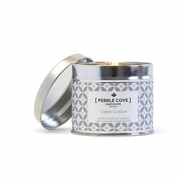 Título: Pebble Cove Candles Vela perfumada Lata mediana | Cera de soja | Algodón limpio | Tiempo de combustión: hasta 40h (algodón limpio)
