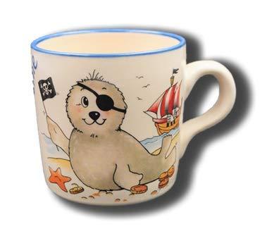 Carstens Keramik® Namenstasse Seehund Pirat, Tasse mit Namen Natur Keramik, handgefertigt in Deutschland, beschriftet mit Wunschnamen