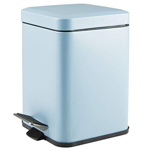 mDesign quadratischer Tretmülleimer – 6 l Mülleimer aus Metall mit Pedal, Deckel und Kunststoffeinsatz – eleganter Kosmetikeimer oder Papierkorb für Bad, Küche und Büro – blau