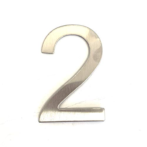 Número y letra de la calle, número de la puerta o número...