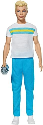 Oferta de Barbie Ken 60 Aniversario Muñeco rubio con moda deportiva y accesorio de gimnasio, regalo para niñas y niños +3 años (Mattel GRB43)