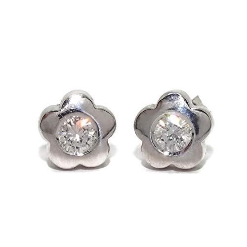 Pendientes de diamantes de 0.40cts en oro blanco de 18k forma de flor de 8mm de diámetro