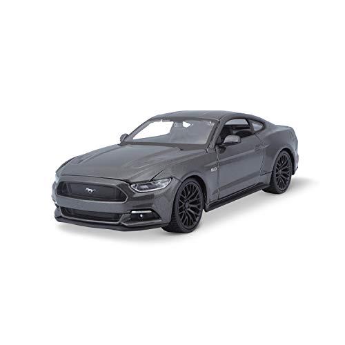 Maisto Ford Mustang GT 2015: verdadero modelo de automóvil original, escala 1:24, puertas y capó movibles, modelo acabado, 20 cm, gris metálico (531508) , color/modelo surtido