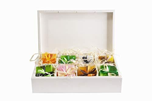 XG Cosmetics 8er Seifen-Set 8 x 100g, handgemacht, feuchtigkeitsspendend, hautverträglich | Geschenkbox aus Holz (29 x 17,5 x 8 cm), mit Pflanzenglycerin und ätherischen Ölen