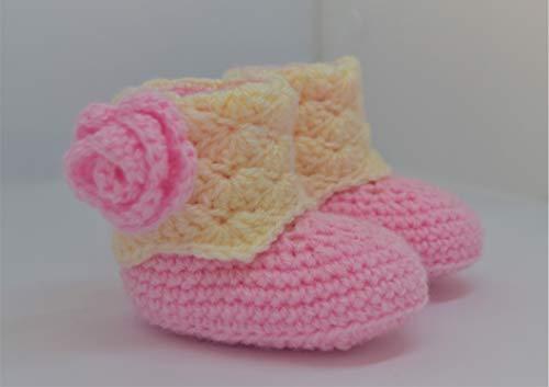Hand häkeln Babyschuhe, Babypartygeschenk, Babygeschenk, Babyschuhe, Unisex, Geschenk, 0-3 Monate in rosa und cremefarben mit rosa Blume