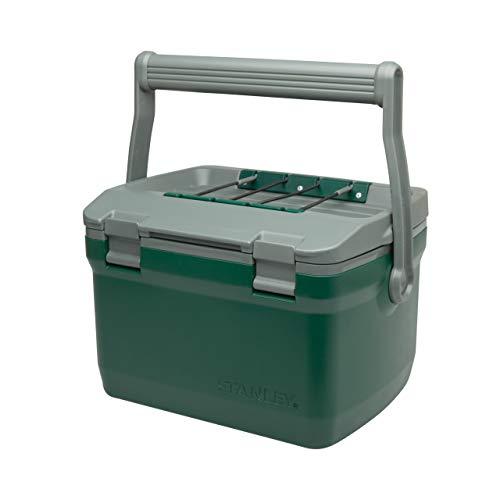 Stanley Adventure Outdoor Cooler - Camping Kühlbox | Doppelwandige Schaumisolierung | BPA-frei |Deckel fungiert auch als Sitz | Robuste Kühlbox ohne Strom | Auslaufsicher, 6.6L, Grün