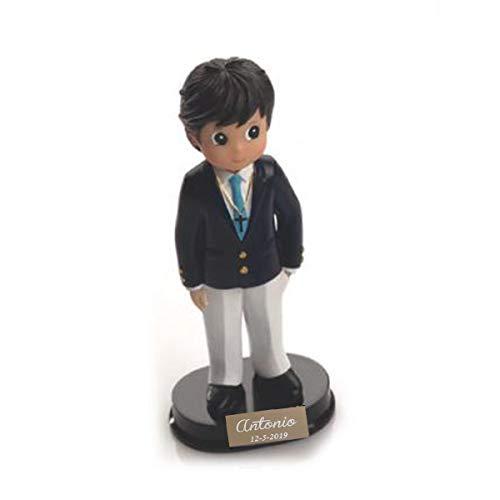 Figura de comunión niño para tarta con chaqueta. Personalizada con placa grabada con nombre y fecha