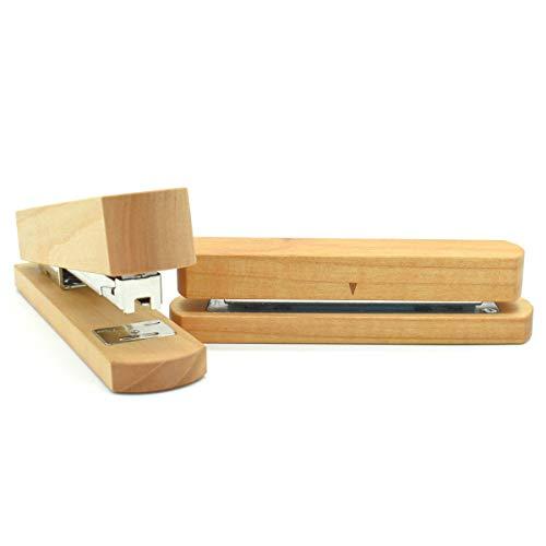 Elegante cucitrice e perforatrice in legno di ciliegio. Potenza cucitrice: 25 fogli. Capacità perforatore: 8 fogli. Realizzata a mano in Germania