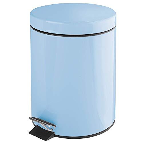 mDesign Cubo de Basura con Pedal – Contenedor de residuos de Metal de 5 litros con Tapa y Cubo extraíble de plástico – Perfecto para cosméticos o como Papelera de baño, Cocina u Oficina – Azul Claro