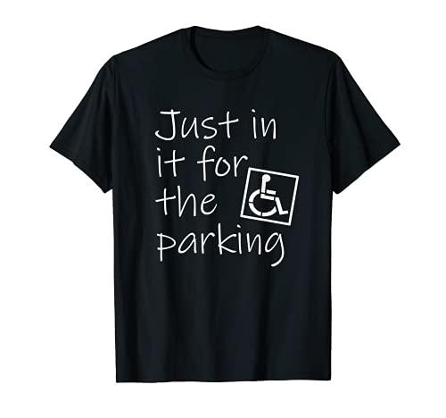 "Divertida silla de ruedas con texto en inglés ""In It For the Parking"". Camiseta"