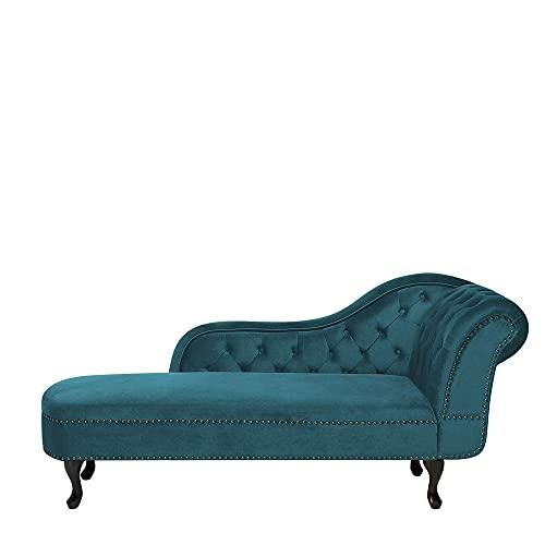 Chaise Longue de Terciopelo Verde Esmeralda Derecho Nimes, con Patas de Color Marron Oscuro, Acolchado muelles ondulados. La Superficie del Asiento es de 134 cm x 56 cm.