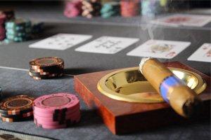 Bullets Playing Cards Profi Pokermatte grün in 160 x 80cm eigenen Pokertisch – Deluxe Pokertuch – Pokerteppich – Pokertischauflage – ideal als Geschenk - 4