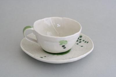 マグカップ 和食器 手描き された 絵柄 はふたつとして同じものはありません 心安らぐ手描きの器 手描山ぶどう コーヒー碗皿 緑の実 カップ&ソーサー