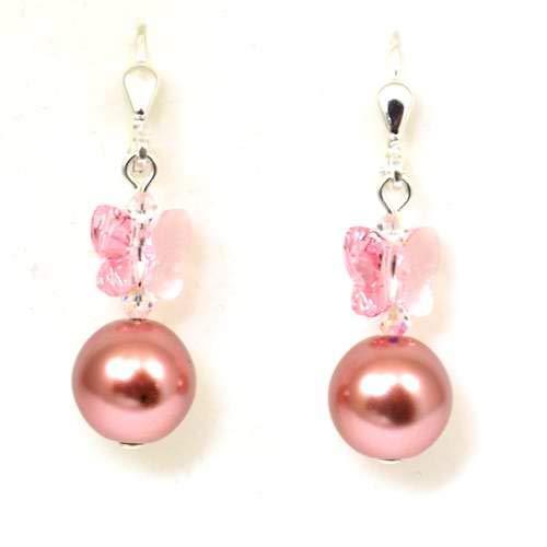 Par pendientes de experiencias y mariposas rosas con perlas por La Olivia Collection