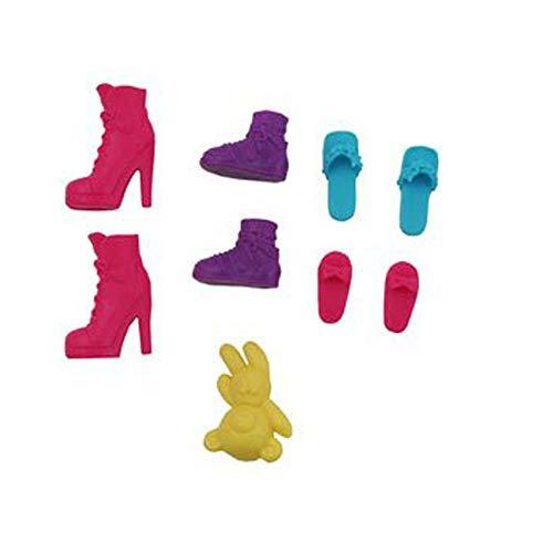 Barbie Zapatos de repuesto Sisters Family Camper Y0744 – Incluye 2 zapatos de bota rosa, 2 botas moradas, 2 chanclas rosas, 2 chanclas azules y 1 oso de peluche