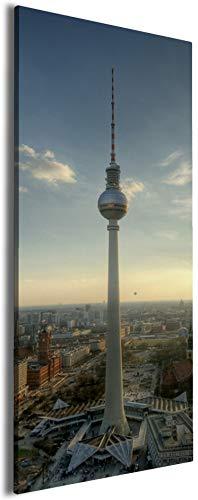 Wallario XXXL Riesen- Leinwandbild Fernsehturm Berlin mit Panoramablick über die Stadt - 80 x 200 cm Brillante lichtechte Farben, hochauflösend, verzugsfrei