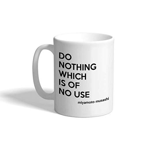 No hagas nada que no sea de utilidad Miyamoto Musashi cita taza de té de café de cerámica taza 11 oz regalo de Navidad de Hanukkah para hombres mujeres