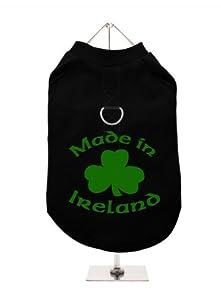 """UrbanPup T-shirt pour chien avec ouverture pour harnais Inscription Little/""""St. Patrick?: fabriqué en Irlande (Noir/Vert)"""