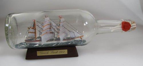 Gorch Fock 700 ml runde Flasche 29x9 cm Buddelschiff Schulschiff Bundesmarine Kiel Museumsqualität