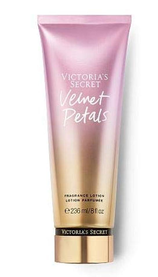 恐れるカレッジステレオタイプVictoria's Secretヴィクトリアシークレット Velvet Petals 236ml [並行輸入品]