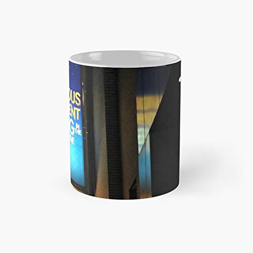 Tazza classica The Curious Incident of The Dog in Nighttime | Migliore regalo divertente tazza da caffè 325 ml