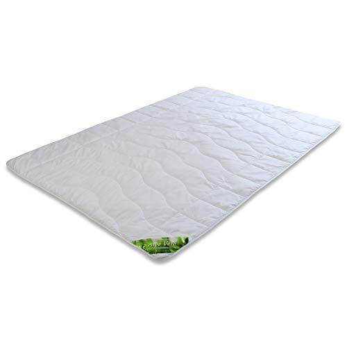 Traumschloss Sommerbett Bettdecke | Bezug aus feiner Microfaser mit Aloe Vera veredelt | Besonders weich und anschmiegsam | 155 x 200 cm